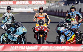 epa06324816 MotoGP World Champion Marc Marquez (C) of Spain, Moto3 World Champion Joan Mir (L) of Spain and Moto2 World Champion Franco Morbidelli (R) of Italy pose for photographers after the Comunitat Valenciana motorcycling Grand Prix at Ricardo Tormo track in Cheste, Valencia, eastern Spain, 12 November 2017.  EPA/KAI FOERSTERLING