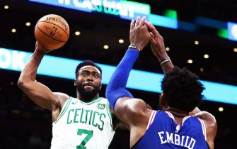 BOSTON, MA - OCTOBER 14:  Jaylen Brown #7 of the Boston Celtics dunks the ball over Joel Embiid #21 of the Philadelphia 76ers during a game at TD Garden on October 16, 2018 in Boston, Massachusetts. NOTE TO USER: User expressly acknowledges and agrees that, by downloading and or using this photograph, User is consenting to the terms and conditions of the Getty Images License Agreement. (Photo by Adam Glanzman/Getty Images)