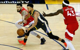 OAKLAND, CALIFORNIA - JUNE 13:  Stephen Curry #30 of the Golden State Warriors is defended by Fred VanVleet #23 and Pascal Siakam #43 of the Toronto Raptors in the second half during Game Six of the 2019 NBA Finals at ORACLE Arena on June 13, 2019 in Oakland, California. NOTE TO USER: User expressly acknowledges and agrees that, by downloading and or using this photograph, User is consenting to the terms and conditions of the Getty Images License Agreement. (Photo by Lachlan Cunningham/Getty Images)
