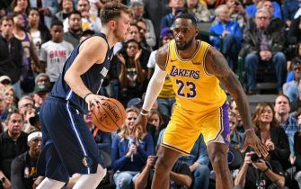 DALLAS, TX - NOVEMBER 1: LeBron James #23 of the Los Angeles Lakers guards Luka Doncic #77 of the Dallas Mavericks on November 1, 2019 at the American Airlines Center in Dallas, Texas. NOTE TO USER: User expressly acknowledges and agrees that, by downloading and or using this photograph, User is consenting to the terms and conditions of the Getty Images License Agreement. Mandatory Copyright Notice: Copyright 2019 NBAE (Photo by Glenn James/NBAE via Getty Images)