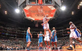 LOS ANGELES - OCTOBER 23:  Blake Griffin #32 of the Los Angeles Clippers dunks during a game against the New Orleans Hornets at Staples Center on October 23, 2009 in Los Angeles, California. NOTE TO USER: User expressly acknowledges and agrees that, by downloading and/or using this Photograph, user is consenting to the terms and conditions of the Getty Images License Agreement. Mandatory Copyright Notice: Copyright 2009 NBAE (Photo by Andrew D. Bernstein/NBAE via Getty Images)