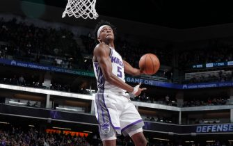 SACRAMENTO, CA - MARCH 23: De'Aaron Fox #5 of the Sacramento Kings dunks the ball  during the game against the Phoenix Suns on March 23, 2019 at Golden 1 Center in Sacramento, California. NOTE TO USER: User expressly acknowledges and agrees that, by downloading and or using this Photograph, user is consenting to the terms and conditions of the Getty Images License Agreement. Mandatory Copyright Notice: Copyright 2019 NBAE (Photo by Rocky Widner/NBAE via Getty Images)