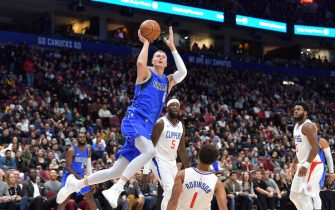 LOS ANGELES, CA - OCTOBER 17: Kristaps Porzingis #6 of the Dallas Mavericks shoots the ball against the LA Clippers during a pre-season game on October 17, 2019 at Rogers Arena in Vancouver, Canada. NOTE TO USER: User expressly acknowledges and agrees that, by downloading and/or using this Photograph, user is consenting to the terms and conditions of the Getty Images License Agreement. Mandatory Copyright Notice: Copyright 2019 NBAE (Photo by Derek Cain/NBAE via Getty Images)