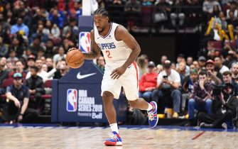 LOS ANGELES, CA - OCTOBER 17: Kawhi Leonard #2 of the LA Clippers handles the ball against the Dallas Mavericks during a pre-season game on October 17, 2019 at Rogers Arena in Vancouver, Canada. NOTE TO USER: User expressly acknowledges and agrees that, by downloading and/or using this Photograph, user is consenting to the terms and conditions of the Getty Images License Agreement. Mandatory Copyright Notice: Copyright 2019 NBAE (Photo by Andrew D. Bernstein/NBAE via Getty Images)