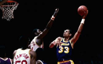 HOUSTON - 1986:  Kareem Abdul Jabbar  #33 of the Los Angeles Lakers goes up for a sky hook against the Hakeem Olajuwon #34 of the Houston Rockets during an NBA game at the Summit circa1986 in Houston, Texas.    NOTE TO USER: User expressly acknowledges and agrees that, by downloading and/or using this Photograph, user is consenting to the terms and conditions of the Getty Images License Agreement.  Mandatory Copyright Notice: Copyright 1986 NBAE (Photo by Bill Baptist/NBAE via Getty Images)