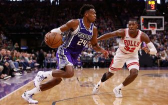 SACRAMENTO, CA - MARCH 17: Buddy Hield #24 of the Sacramento Kings drives to the basket against Kris Dunn #32 of the Chicago Bulls at Golden 1 Center on March 17, 2019 in Sacramento, California. NOTE TO USER: User expressly acknowledges and agrees that, by downloading and or using this photograph, User is consenting to the terms and conditions of the Getty Images License Agreement. (Photo by Lachlan Cunningham/Getty Images)