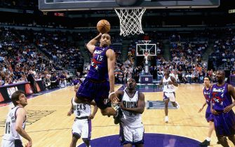 MILWAUKEE, WI - 1999:  Vince Carter #15 of the Toronto Raptors soars for a dunk during a 1999 NBA game against the Milwaukee Bucks at the Bradley Center in Milwaukee, Wisconsin. NOTE TO USER: User expressly acknowledges that, by downloading and or using this photograph, User is consenting to the terms and conditions of the Getty Images License agreement. Mandatory Copyright Notice: Copyright 1999 NBAE (Photo by Gary Dineen/NBAE via Getty Images)