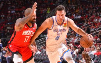 HOUSTON, TX - OCTOBER 28 : Danilo Gallinari #8 of the Oklahoma City Thunder handles the ball against PJ Tucker #17 of the Houston Rockets on October 28, 2019 at the Toyota Center in Houston, Texas. NOTE TO USER: User expressly acknowledges and agrees that, by downloading and or using this photograph, User is consenting to the terms and conditions of the Getty Images License Agreement. Mandatory Copyright Notice: Copyright 2019 NBAE (Photo by Bill Baptist/NBAE via Getty Images)
