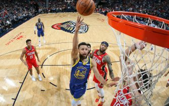 NEW ORLEANS, LA -OCTOBER 28:  Stephen Curry #30 of the Golden State Warriors shoots the ball against the New Orleans Pelicans on October 28, 2019 at the Smoothie King Center in New Orleans, Louisiana. NOTE TO USER: User expressly acknowledges and agrees that, by downloading and or using this Photograph, user is consenting to the terms and conditions of the Getty Images License Agreement. Mandatory Copyright Notice: Copyright 2019 NBAE (Photo by Layne Murdoch Jr./NBAE via Getty Images)