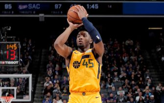 SACRAMENTO, CA - NOVEMBER 1: Donovan Mitchell #45 of the Utah Jazz shoots the ball against the Sacramento Kings on November 1, 2019 at Golden 1 Center in Sacramento, California. NOTE TO USER: User expressly acknowledges and agrees that, by downloading and or using this Photograph, user is consenting to the terms and conditions of the Getty Images License Agreement. Mandatory Copyright Notice: Copyright 2019 NBAE (Photo by Rocky Widner/NBAE via Getty Images)