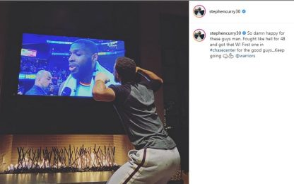 Curry esulta per la prima vittoria al Chase Center