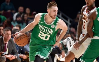 CLEVELAND, OH - NOVEMBER 5: Gordon Hayward #20 of the Boston Celtics handles the ball against the Cleveland Cavaliers on November 5, 2019 at Quicken Loans Arena in Cleveland, Ohio. NOTE TO USER: User expressly acknowledges and agrees that, by downloading and/or using this Photograph, user is consenting to the terms and conditions of the Getty Images License Agreement. Mandatory Copyright Notice: Copyright 2019 NBAE (Photo by David Liam Kyle/NBAE via Getty Images)