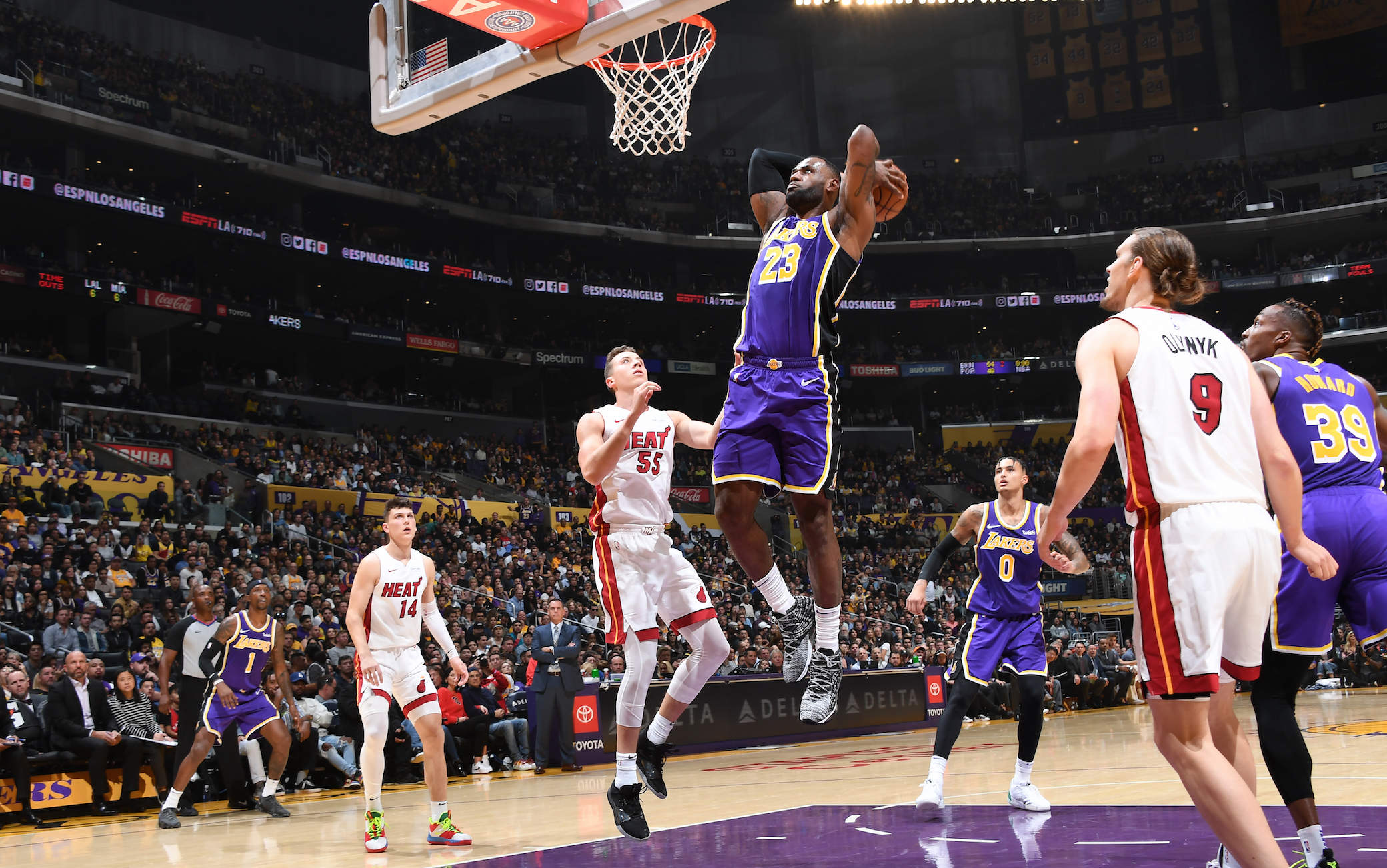 NBA, risultati della notte: Lakers 7 vittorie in fila, Melli titolare ma ...