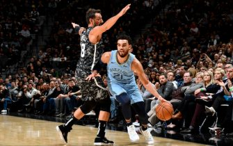 SAN ANTONIO, TX - NOVEMBER 11: Tyus Jones #21 of the Memphis Grizzlies handles the ball against the San Antonio Spurs on November 11, 2019 at the AT&T Center in San Antonio, Texas. NOTE TO USER: User expressly acknowledges and agrees that, by downloading and or using this photograph, user is consenting to the terms and conditions of the Getty Images License Agreement. Mandatory Copyright Notice: Copyright 2019 NBAE (Photos by Logan Riely/NBAE via Getty Images)