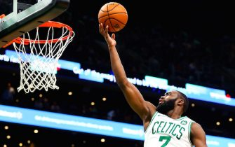 BOSTON, MA - NOVEMBER 11:  Jaylen Brown #7 of the Boston Celtics drives to the basket in the third quarter of a game against the Dallas Mavericks at TD Garden on November 11, 2019 in Boston, Massachusetts. NOTE TO USER: User expressly acknowledges and agrees that, by downloading and or using this photograph, User is consenting to the terms and conditions of the Getty Images License Agreement. (Photo by Adam Glanzman/Getty Images)