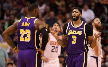 Lakers: Davis gioca infortunato, LeBron lo esalta