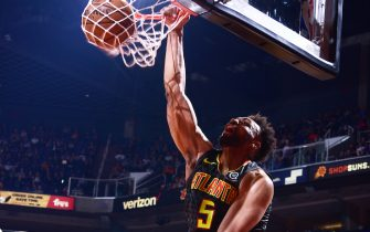 PHOENIX, AZ - NOVEMBER 14: Jabari Parker #5 of the Atlanta Hawks dunks the ball against the Phoenix Suns on November 14, 2019 at Talking Stick Resort Arena in Phoenix, Arizona. NOTE TO USER: User expressly acknowledges and agrees that, by downloading and or using this photograph, user is consenting to the terms and conditions of the Getty Images License Agreement. Mandatory Copyright Notice: Copyright 2019 NBAE (Photo by Michael Gonzales/NBAE via Getty Images)