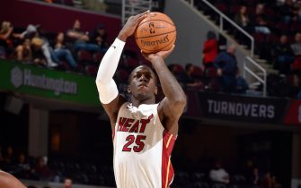 CLEVELAND, OH - NOVEMBER 14: Kendrick Nunn #25 of the Miami Heat shoots the ball against the Cleveland Cavaliers on November 14, 2019 at Quicken Loans Arena in Cleveland, Ohio. NOTE TO USER: User expressly acknowledges and agrees that, by downloading and/or using this Photograph, user is consenting to the terms and conditions of the Getty Images License Agreement. Mandatory Copyright Notice: Copyright 2019 NBAE (Photo by David Liam Kyle/NBAE via Getty Images)
