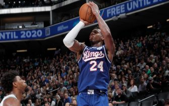 SACRAMENTO, CA - NOVEMBER 17: Buddy Hield #24 of the Sacramento Kings shoots the ball against the Boston Celtics on November 17, 2019 at Golden 1 Center in Sacramento, California. NOTE TO USER: User expressly acknowledges and agrees that, by downloading and or using this Photograph, user is consenting to the terms and conditions of the Getty Images License Agreement. Mandatory Copyright Notice: Copyright 2019 NBAE (Photo by Rocky Widner/NBAE via Getty Images)