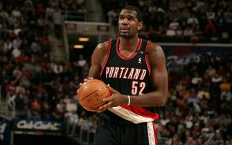 CLEVELAND - MARCH 19:  Greg Oden #52 of the Portland Trail Blazers shoots the ball during the game against the Cleveland Cavaliers on March 19, 2009 at Quicken Loans Arena in Cleveland, Ohio.  The Cavaliers won 97-92.  NOTE TO USER: User expressly acknowledges and agrees that, by downloading and/or using this Photograph, user is consenting to the terms and conditions of the Getty Images License Agreement. Mandatory Copyright Notice: Copyright 2009 NBAE  (Photo by David Liam Kyle/NBAE via Getty Images)