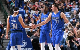 DALLAS, TX - NOVEMBER 18: Seth Curry #30 and Luka Doncic #77 of the Dallas Mavericks high-five during a game against the San Antonio Spurs on November 18, 2019 at the American Airlines Center in Dallas, Texas. NOTE TO USER: User expressly acknowledges and agrees that, by downloading and or using this photograph, User is consenting to the terms and conditions of the Getty Images License Agreement. Mandatory Copyright Notice: Copyright 2019 NBAE (Photo by Glenn James/NBAE via Getty Images)