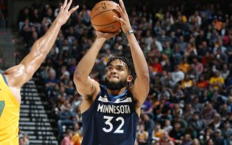 SALT LAKE CITY, UT - NOVEMBER 18: Karl-Anthony Towns #32 of the Minnesota Timberwolves shoots the ball against the Utah Jazz on November 18, 2019 at vivint.SmartHome Arena in Salt Lake City, Utah. NOTE TO USER: User expressly acknowledges and agrees that, by downloading and or using this Photograph, User is consenting to the terms and conditions of the Getty Images License Agreement. Mandatory Copyright Notice: Copyright 2019 NBAE (Photo by Melissa Majchrzak/NBAE via Getty Images)