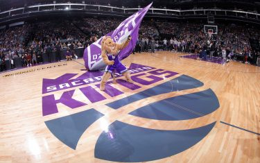 SACRAMENTO, CA - NOVEMBER 23: Sacramento Kings mascot Slamson waves the flag during the game against the Oklahoma City Thunder on November 23, 2016 at Golden 1 Center in Sacramento, California. NOTE TO USER: User expressly acknowledges and agrees that, by downloading and or using this photograph, User is consenting to the terms and conditions of the Getty Images Agreement. Mandatory Copyright Notice: Copyright 2016 NBAE (Photo by Rocky Widner/NBAE via Getty Images)