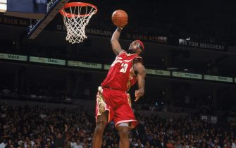 OAKLAND, CA - JANUARY 22:  LeBron James #23 of the Cleveland Cavaliers goes for a dunk during a game against the Golden State Warriors at The Arena in Oakland on January 22, 2005 in Oakland, California. The Cavs won 105-87.  NOTE TO USER: User expressly acknowledges and agrees that, by downloading and/or using this Photograph, user is consenting to the terms and conditions of the Getty Images License Agreement. Mandatory Copyright Notice: Copyright 2005 NBAE (Photo by Rocky Widner/NBAE via Getty Images)