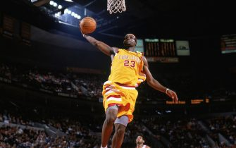 PORTLAND, OR - JANUARY 19:  LeBron James #23 of the Cleveland Cavaliers dunks during the game against the Portland Trail Blazers at The Rose Garden on January 19, 2005 in Portland, Oregon.  The Cavs won 107-101.  NOTE TO USER: User expressly acknowledges and agrees that, by downloading and/or using this Photograph, user is consenting to the terms and conditions of the Getty Images License Agreement. Mandatory Copyright Notice: Copyright 2005 NBAE (Photo by Sam Forencich/NBAE via Getty Images)