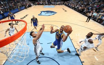 MEMPHIS, TN - NOVEMBER 19: Alec Burks #8 of the Golden State Warriors shoots the ball against the Memphis Grizzlies on November 19, 2019 at FedExForum in Memphis, Tennessee. NOTE TO USER: User expressly acknowledges and agrees that, by downloading and or using this photograph, User is consenting to the terms and conditions of the Getty Images License Agreement. Mandatory Copyright Notice: Copyright 2019 NBAE (Photo by Joe Murphy/NBAE via Getty Images)