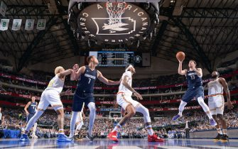 DALLAS, TX - NOVEMBER 20: Luka Doncic #77 of the Dallas Mavericks drives to the basket during a game against the Golden State Warriors on November 20, 2019 at the American Airlines Center in Dallas, Texas. NOTE TO USER: User expressly acknowledges and agrees that, by downloading and or using this photograph, User is consenting to the terms and conditions of the Getty Images License Agreement. Mandatory Copyright Notice: Copyright 2019 NBAE (Photo by Glenn James/NBAE via Getty Images)