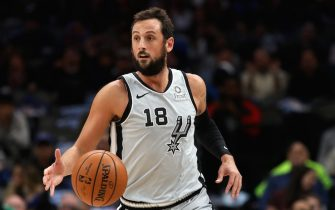 DALLAS, TEXAS - NOVEMBER 18:  Marco Belinelli #18 of the San Antonio Spurs at American Airlines Center on November 18, 2019 in Dallas, Texas.  NOTE TO USER: User expressly acknowledges and agrees that, by downloading and or using this photograph, User is consenting to the terms and conditions of the Getty Images License Agreement. (Photo by Ronald Martinez/Getty Images)
