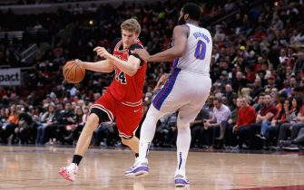 CHICAGO, ILLINOIS - NOVEMBER 20: Lauri Markkanen #24 of the Chicago Bulls dribbles the ball while being guarded by Andre Drummond #0 of the Detroit Pistons in the fourth quarter at the United Center on November 20, 2019 in Chicago, Illinois. NOTE TO USER: User expressly acknowledges and agrees that, by downloading and or using this photograph, User is consenting to the terms and conditions of the Getty Images License Agreement. (Photo by Dylan Buell/Getty Images)