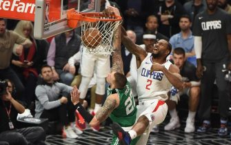 LOS ANGELES, CA - NOVEMBER 20: Kawhi Leonard #2 of the LA Clippers shoots the ball against the Boston Celtics on November 20, 2019 at STAPLES Center in Los Angeles, California. NOTE TO USER: User expressly acknowledges and agrees that, by downloading and/or using this Photograph, user is consenting to the terms and conditions of the Getty Images License Agreement. Mandatory Copyright Notice: Copyright 2019 NBAE (Photo by Adam Pantozzi/NBAE via Getty Images)