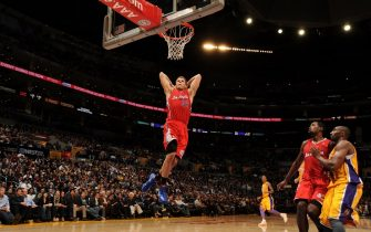 LOS ANGELES, CA - DECEMBER 19:  Blake Griffin #32 of the Los Angeles Clippers dunks against the Los Angeles Lakers at Staples Center on December 19, 2011 in Los Angeles, California. NOTE TO USER: User expressly acknowledges and agrees that, by downloading and/or using this Photograph, user is consenting to the terms and conditions of the Getty Images License Agreement. Mandatory Copyright Notice: Copyright 2011 NBAE (Photo by Noah Graham/NBAE via Getty Images)