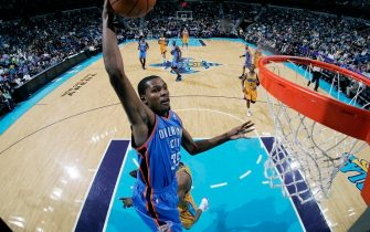 NEW ORLEANS, LA - DECEMBER 10: Kevin Durant #35 of the Oklahoma City Thunder looks to dunk against the New Orleans Hornets on December 10, 2010 at the New Orleans Arena in New Orleans, Louisiana. NOTE TO USER: User expressly acknowledges and agrees that, by downloading and or using this Photograph, user is consenting to the terms and conditions of the Getty Images License Agreement. Mandatory Copyright Notice: Copyright 2010 NBAE (Photo by Layne Murdoch/NBAE via Getty Images)