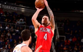 PHOENIX, AZ - NOVEMBER 21: JJ Redick #4 of the New Orleans Pelicans shoots the ball against the Phoenix Suns on November 21, 2019 at Talking Stick Resort Arena in Phoenix, Arizona. NOTE TO USER: User expressly acknowledges and agrees that, by downloading and or using this photograph, user is consenting to the terms and conditions of the Getty Images License Agreement. Mandatory Copyright Notice: Copyright 2019 NBAE (Photo by Barry Gossage/NBAE via Getty Images)