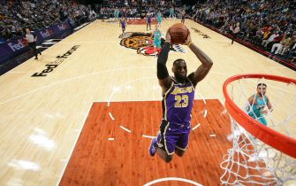 MEMPHIS, TN - NOVEMBER 23: LeBron James #23 of the Los Angeles Lakers shoots the ball against the Memphis Grizzlies on November 23, 2019 at FedExForum in Memphis, Tennessee. NOTE TO USER: User expressly acknowledges and agrees that, by downloading and or using this photograph, User is consenting to the terms and conditions of the Getty Images License Agreement. Mandatory Copyright Notice: Copyright 2019 NBAE (Photo by Joe Murphy/NBAE via Getty Images)