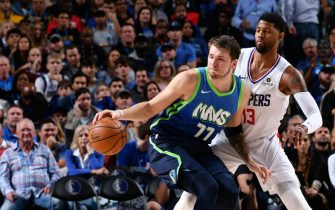DALLAS, TX - NOVEMBER 26: Luka Doncic #77 of the Dallas Mavericks handles the ball against the LA Clippers on November 26, 2019 at the American Airlines Center in Dallas, Texas. NOTE TO USER: User expressly acknowledges and agrees that, by downloading and or using this photograph, User is consenting to the terms and conditions of the Getty Images License Agreement. Mandatory Copyright Notice: Copyright 2019 NBAE (Photo by Glenn James/NBAE via Getty Images)