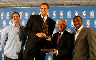 DALLAS - MAY 15: (L to R) Mavericks owner Mark Cuban, Dirk Nowitzki #41 of the Dallas Mavericks, NBA Commissioner David Stern and head coach Avery Johnson pose for a picture in front of the media during the Maurice Podoloff 2006-2007 NBA MVP Trophy award presentation on May 15, 2007 at the American Airlines Center in Dallas, Texas. NOTE TO USER: User expressly acknowledges and agrees that, by downloading and or using this photograph, User is consenting to the terms and conditions of the Getty Images License Agreement. Mandatory Copyright Notice: Copyright 2007 NBAE (Photo by Nathaniel S. Butler/NBAE via Getty Images)