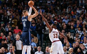 DALLAS, TX - NOVEMBER 22: Kristaps Porzingis #6 of the Dallas Mavericks shoots the ball against the Cleveland Cavaliers on November 22, 2019 at the American Airlines Center in Dallas, Texas. NOTE TO USER: User expressly acknowledges and agrees that, by downloading and or using this photograph, User is consenting to the terms and conditions of the Getty Images License Agreement. Mandatory Copyright Notice: Copyright 2019 NBAE (Photo by Glenn James/NBAE via Getty Images)