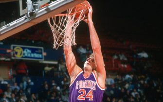 LANDOVER, MD - CIRCA 1990:  Tom Chambers #24 of the Phoenix Suns goes up for a slam dunk against the Washington Bullets during an NBA basketball game circa 1990 at the Capital Centre in Landover, Maryland. Chambers played for the Suns from 1988-93. (Photo by Focus on Sport/Getty Images)