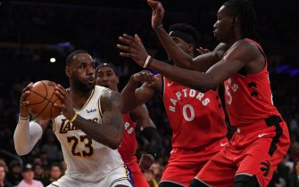 LOS ANGELES, CALIFORNIA - NOVEMBER 10:  LeBron James #23 of the Los Angeles Lakers is surrounded by Chris Boucher #25, Terence Davis #0 and Rondae Hollis-Jefferson #4 of the Toronto Raptors during a 113-104 Raptor win at Staples Center on November 10, 2019 in Los Angeles, California. NOTE TO USER: User expressly acknowledges and agrees that, by downloading and/or using this photograph, user is consenting to the terms and conditions of the Getty Images License Agreement. (Photo by Harry How/Getty Images)