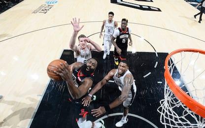 Harden, 50 non bastano; i Lakers sbancano Denver
