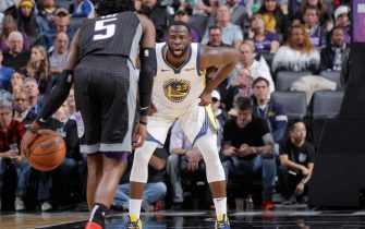 SACRAMENTO, CA - DECEMBER 14: Draymond Green #23 of the Golden State Warriors defends against the Sacramento Kings on December 14, 2018 at Golden 1 Center in Sacramento, California. NOTE TO USER: User expressly acknowledges and agrees that, by downloading and or using this photograph, User is consenting to the terms and conditions of the Getty Images Agreement. Mandatory Copyright Notice: Copyright 2018 NBAE (Photo by Rocky Widner/NBAE via Getty Images)