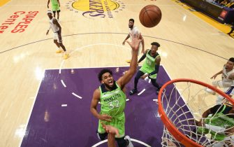 LOS ANGELES, CA - DECEMBER 8: Karl-Anthony Towns #32 of the Minnesota Timberwolves shoots the ball against the Los Angeles Lakers on December 8, 2019 at STAPLES Center in Los Angeles, California. NOTE TO USER: User expressly acknowledges and agrees that, by downloading and/or using this Photograph, user is consenting to the terms and conditions of the Getty Images License Agreement. Mandatory Copyright Notice: Copyright 2019 NBAE (Photo by Adam Pantozzi/NBAE via Getty Images)