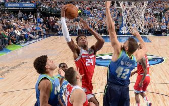 ]DALLAS, TX - DECEMBER 8: Buddy Hield #24 of the Sacramento Kings shoots the ball against the Dallas Mavericks on December 8, 2019 at the American Airlines Center in Dallas, Texas. NOTE TO USER: User expressly acknowledges and agrees that, by downloading and or using this photograph, User is consenting to the terms and conditions of the Getty Images License Agreement. Mandatory Copyright Notice: Copyright 2019 NBAE (Photo by Glenn James/NBAE via Getty Images)