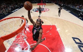 WASHINGTON, DC -DECEMBER 8: Kawhi Leonard #2 of the LA Clippers dunks the ball against the Washington Wizards on December 8, 2019 at Capital One Arena in Washington, DC. NOTE TO USER: User expressly acknowledges and agrees that, by downloading and or using this Photograph, user is consenting to the terms and conditions of the Getty Images License Agreement. Mandatory Copyright Notice: Copyright 2019 NBAE (Photo by Ned Dishman/NBAE via Getty Images)