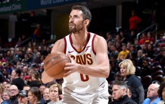 CLEVELAND, OH - FEBRUARY 21:  Kevin Love #0 of the Cleveland Cavaliers shoots a three point basket against the Phoenix Suns on February 21, 2019 at Quicken Loans Arena in Cleveland, Ohio. NOTE TO USER: User expressly acknowledges and agrees that, by downloading and/or using this Photograph, user is consenting to the terms and conditions of the Getty Images License Agreement. Mandatory Copyright Notice: Copyright 2019 NBAE (Photo by David Liam Kyle/NBAE via Getty Images)