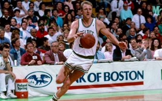 BOSTON - 1988: Larry Bird #33 of the Boston Celtics dribbles against the Philadelphia 76ers during a game circa 1988 at the Boston Garden in Boston, Massachusetts. NOTE TO USER: User expressly acknowledges and agrees that, by downloading and or using this photograph, User is consenting to the terms and conditions of the Getty Images License Agreement. Mandatory Copyright Notice: Copyright 1988 NBAE (Photo by Dick Raphael/NBAE via Getty Images)